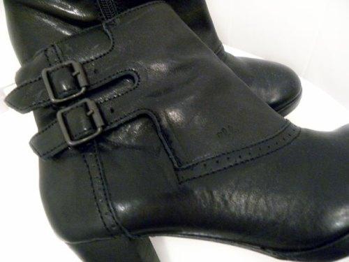 mustavalko02